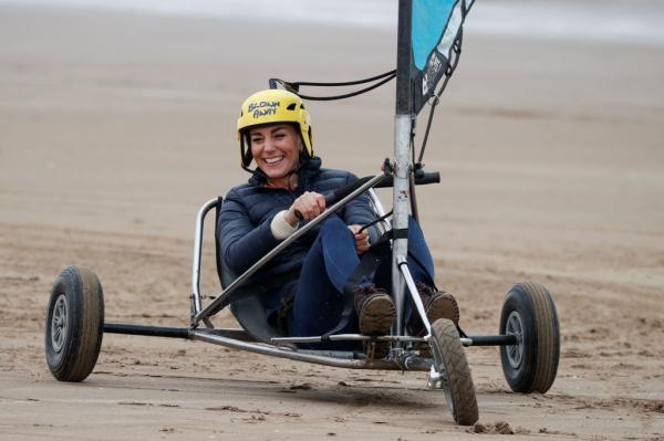 Kate Middleton, surprinsă în timp ce făcea iahting pe uscat