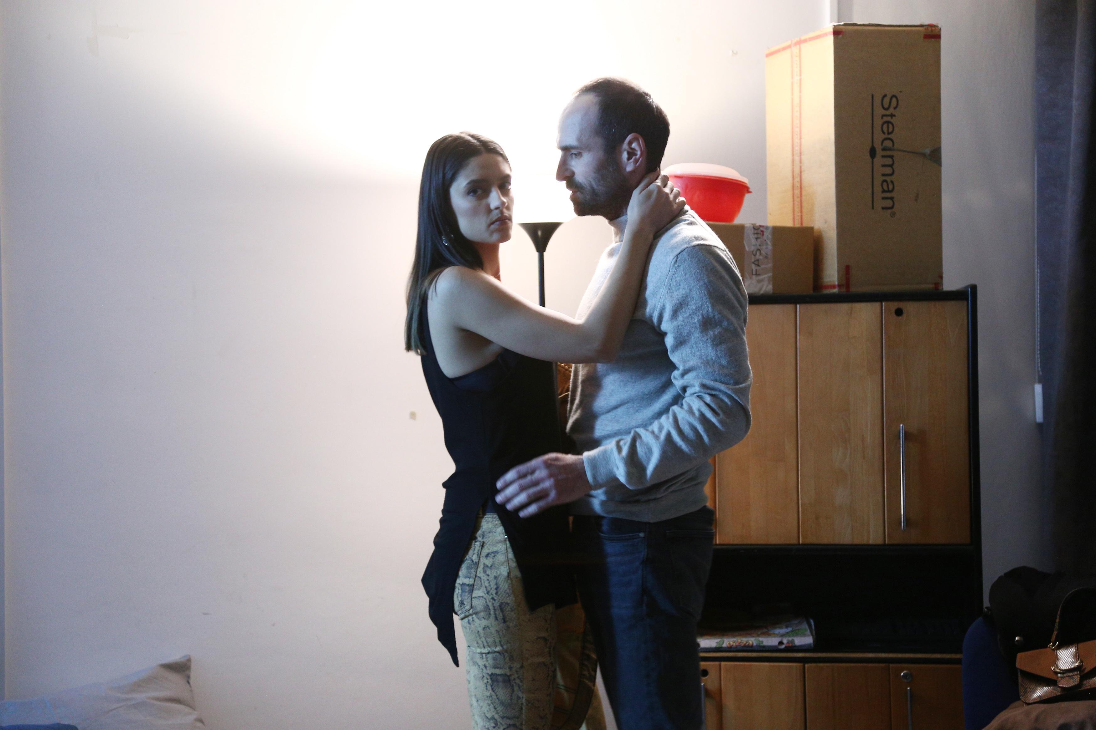 Serial Adela, episodul 39 si episodul 40, din 27 mai 2021. Andreea îl acuză pe Bebe că a abuzat-o, dar Adela nu o crede