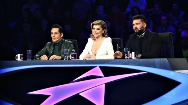 stefan banica, loredana si dorian poza imbracati in alb si negru stau la masa juriului de la Next Star 2021