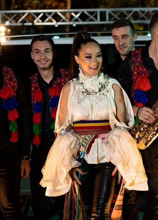 Vlăduța Lupău, în costum popular, la Mara Unire ZU 2020