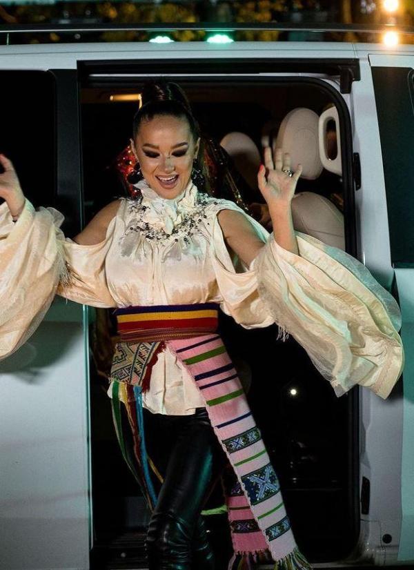 Vlăduța Lupău, în costum popular, la Mara Unire ZU în anul 2020