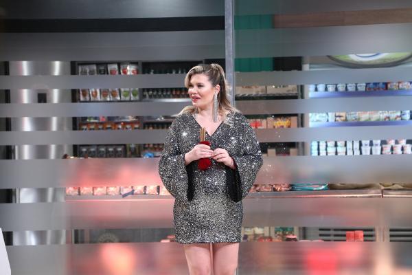 """Gina PIstol în bucataria emisiunii """"Chefi la cuțite"""" sezonul 9"""
