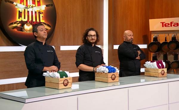 Sorin Bontea, Florin Dumitrescu și Cătălin Scărlătescu oferind tunicile in sezonul 9 chefi la cutite