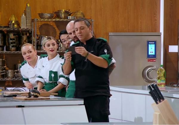 sorin bontea si concurentii din echipa verde de la chefi la cutite, sezonul 9