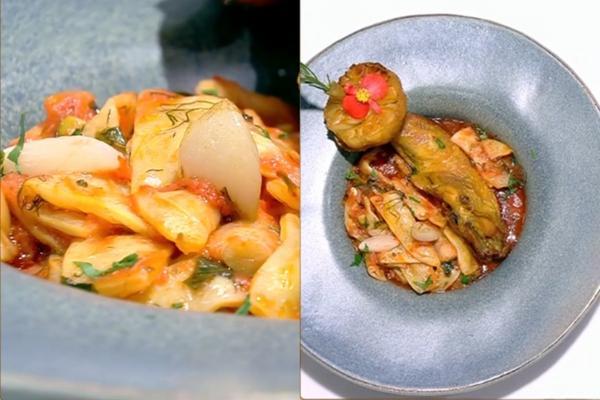 Mâncarea de fasole galbenă cu sos de roșii și usturoi poate fi servită simplă, sau cu friptură
