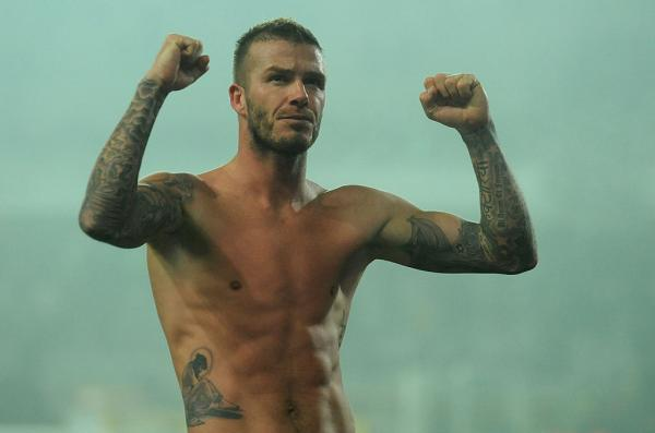 David Beckham la bustul gol