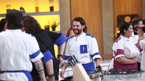 Cum arată soția lui Radu Micu, primul concurent eliminat din echipele de la Chefi la cuțite. Actorul are o familie superbă
