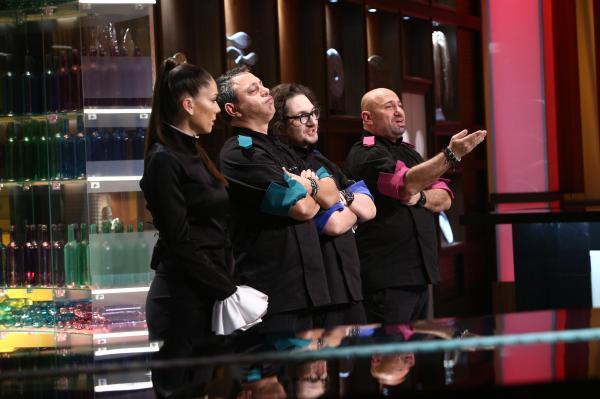 Chefii Florin Dumitrescu, Sorin Bontea și Cătălin Scărlătescu, în platoul emisiunii Chefi la cuțite, alături de Irina Fodor