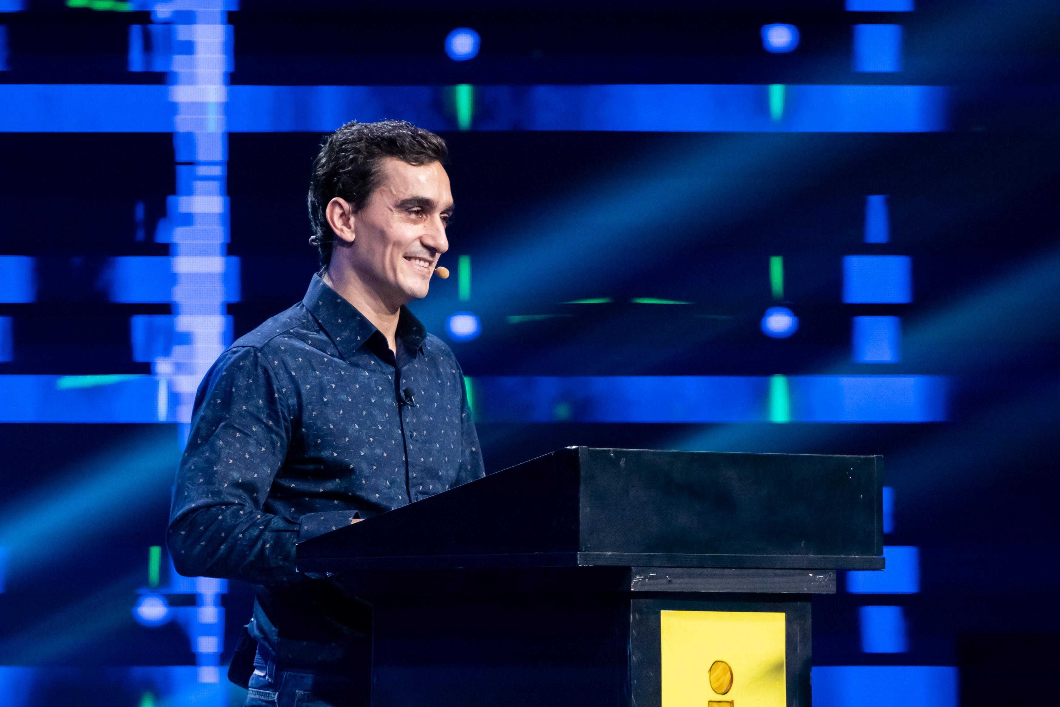 iUmor, 5 mai 2021. Marian Drăgulescu face acrobații cu glumele, luându-i la roast pe jurații iUmor
