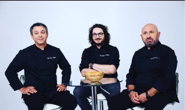 Chefii Florin Dumitrescu, Sorin Bontea și Cătălin Scărlătescu, în platoul emisiunii Chefi la cuțite