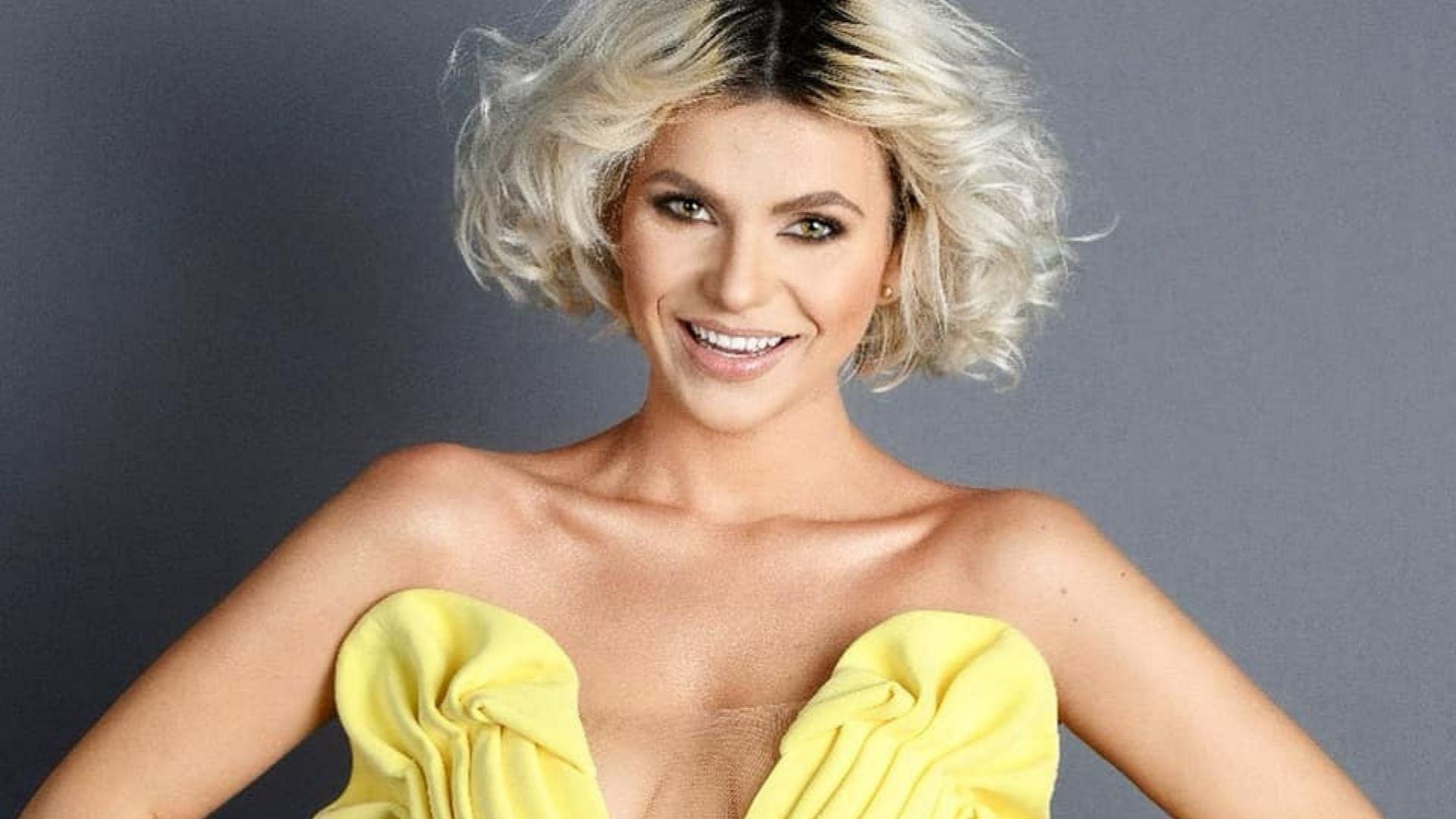 Cristina Vasiu, alături de iubit în cel mai recent videoclip. A purtat o rochie-corset care i-a îmbrăcat perfect formele
