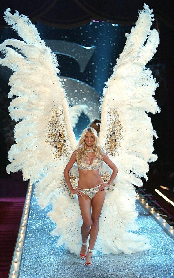 Heidi Klum într-un costum de îngeraș