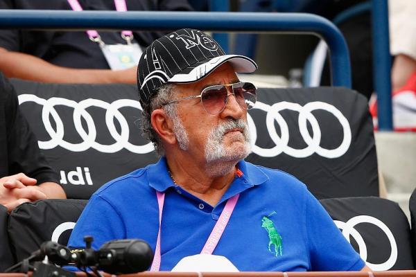 Ion Țiriac, într-un tricou albastru