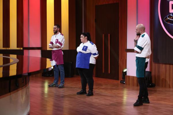 """Concurenții din sezonul 9 al emisiunii """"Chefi la cuțite"""" asteptand verdictul de la eliminare"""