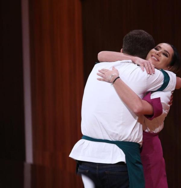 Andra Mihail, îmbrățișându-l pe Florin