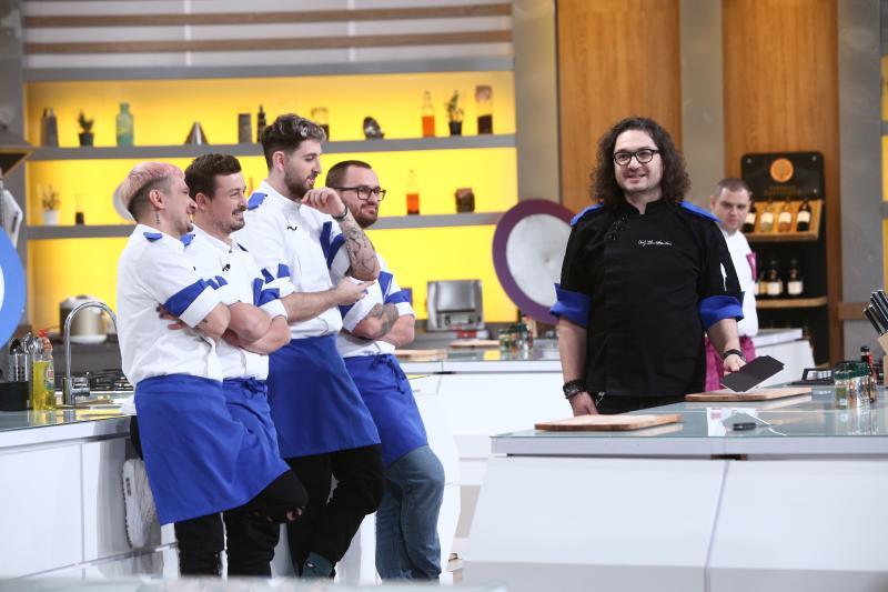 Florin Dumitrescu si echipa albastra la chefi la cutite