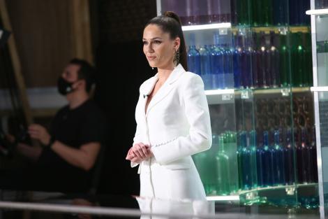 Irina Fodor, îmbrăcată în alb, la Chefi la cuțite