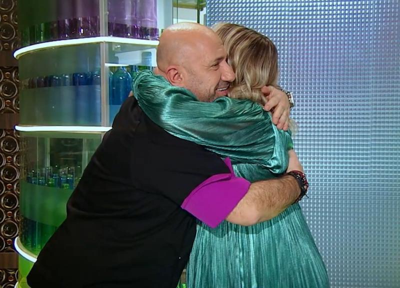 Cătălin Scărlătescu a îmbrățișat-o pe Gina Pistolla Chefi la cutite