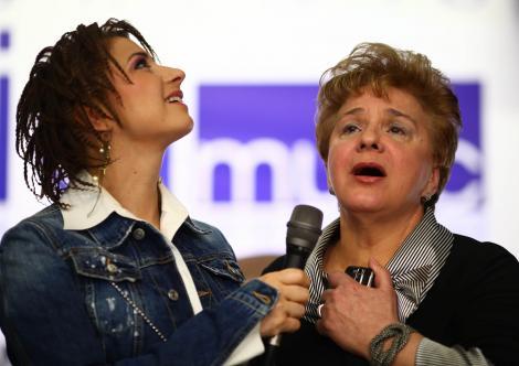 Anamaria Prodan împreună cu mama ei, Ionela Prodan, în 2010