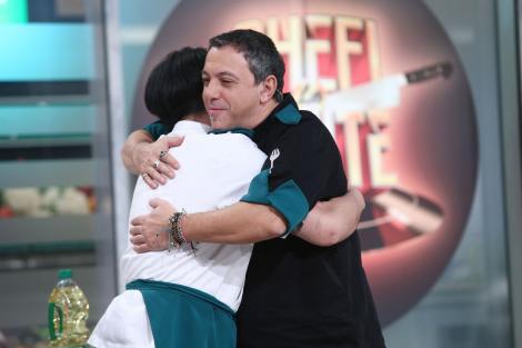 Chef Sorin Bontea și Riki se îmbrățișează