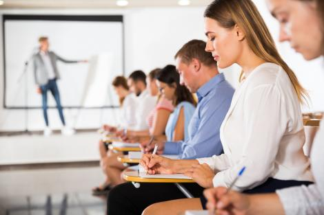 elevi care sustin examenul la istorie de la bac 2021