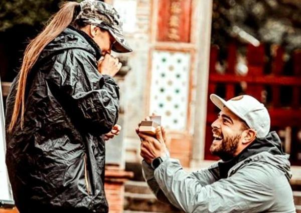 Speak cerând-o în căsătorie pe Ștefania, în sezonul 3 Asia Express