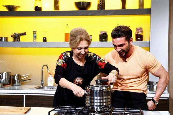 Dorian Popa și mama lui la Chefi la cuțite, gătind