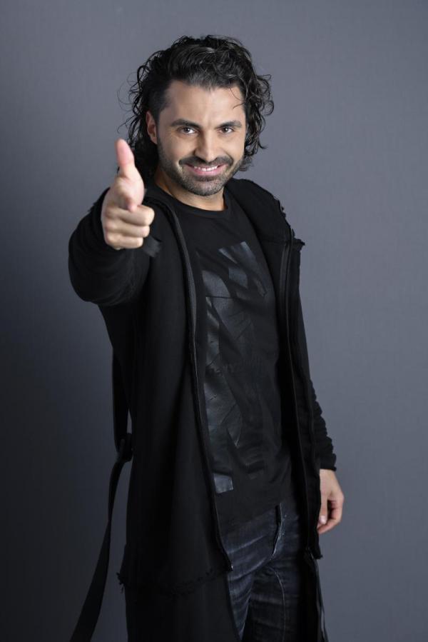 Pepe, într-o țunută neagră