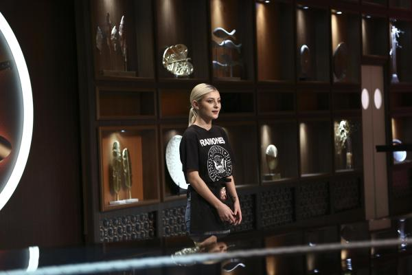 Elena Matei, îmbrăcată în negru, în preselescțiile Chefi la cuțite