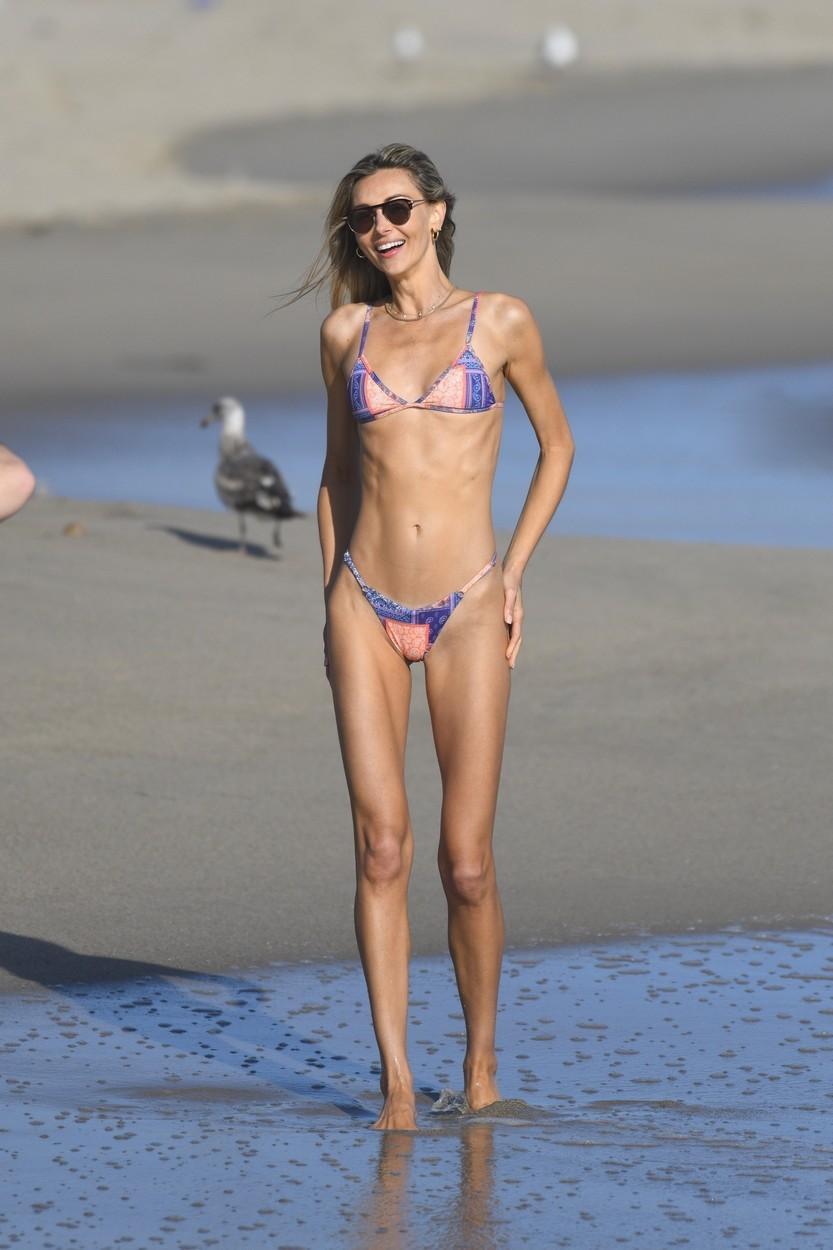 """Ludi Delfino, modelul brazilian luat la rost de fani din pricina fotografiilor făcute pe plajă. """"Alea nu pot fi numite forme"""""""