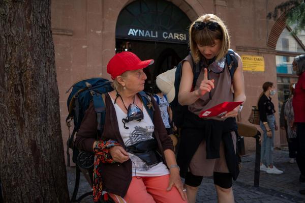 Alexandra și Anca Ungureanu, îndeplinind o misiune, în Asia Express