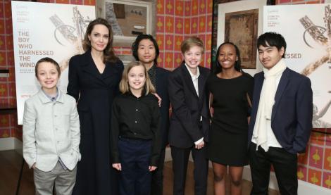 Angelina Jolie alături de cei șase copii