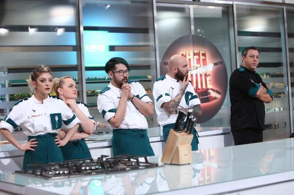"""Sorin Bontea în bucătăria emisiunii """"Chefi la cuțite"""" sezonul 9, alaturi de echipa verde"""