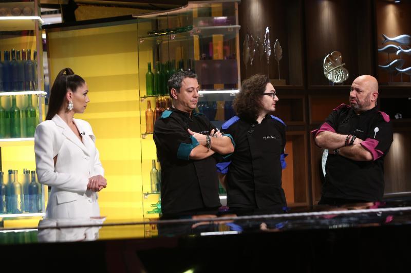 """Irina Fodor și chefii, în platoul emisiunii """"Chefi la cuțite"""""""