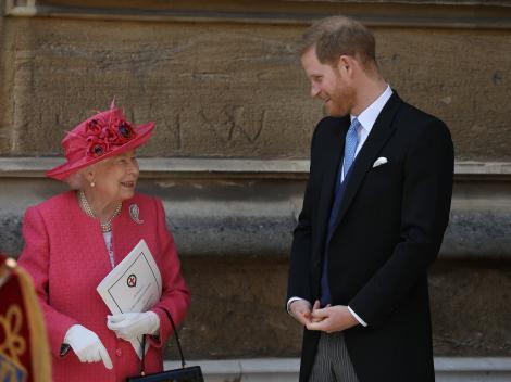 regina elisabeta a II-a si printul harry