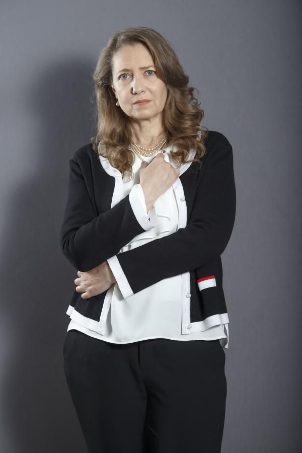 """Ioana Abur, îmbrăcată în negru, în """"Adela"""""""