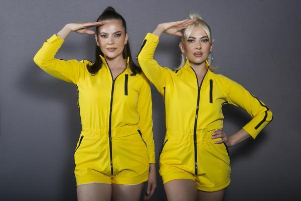 Lidia și Estera Buble, îmbrăcate în galben, la Asia Express