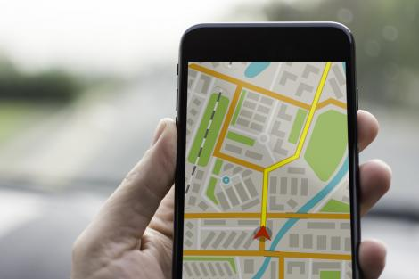 Telefon pe care vedem o hartă