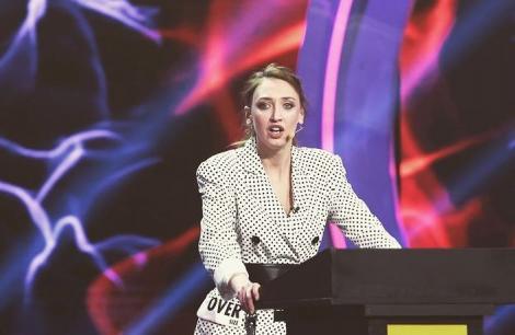 Ilona Brezoianu, apariție de senzație la Festivalul de la Cannes. Cât de bine i-a stat cu rochia cu crăpătură pe picior
