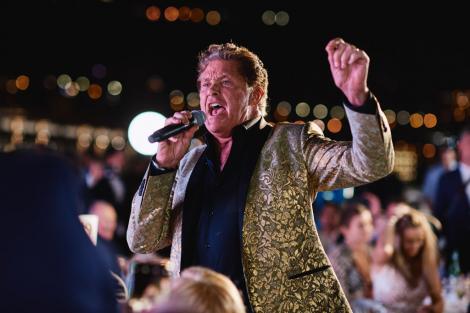 David Hasselhoff, la 69 de ani, îmbrăcat într-un costum de scenă