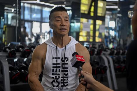Yang Xinmin arată de vis la 72 de ani. Cum se menține în formă?