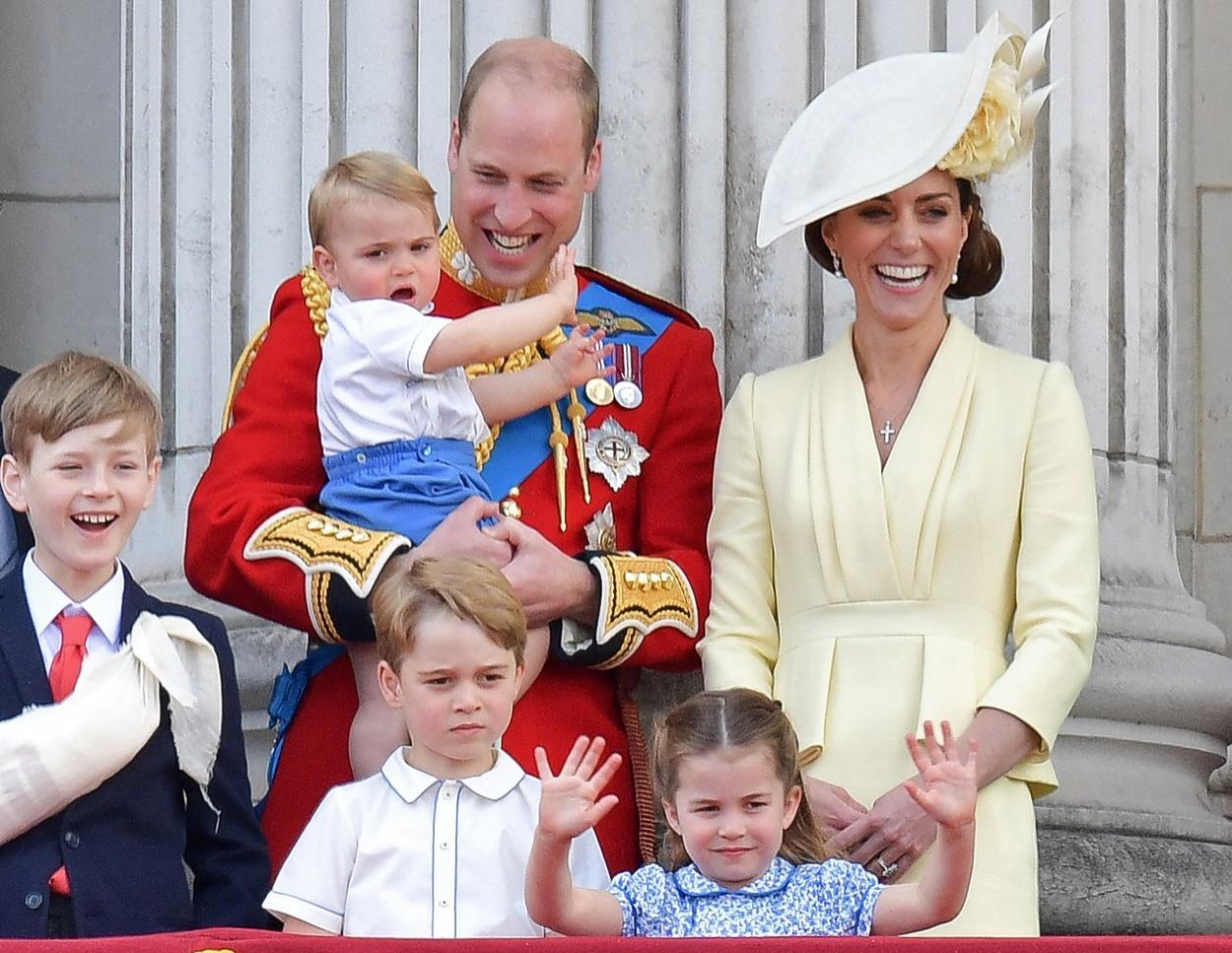 Cum îl pregătește Kate Middleton pe Prințul George pentru când va fi încoronat rege EpicNews