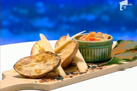 Rețeta zilei la Super Neatza, 29 iulie 2021. Cartofi copți cu sos de usturoi și legume, rețetă preparată de Vlăduț