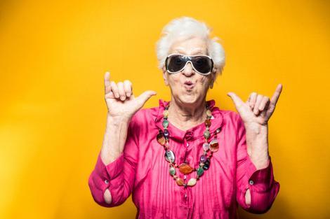 Helene Simon are 99 de ani și a devenit modelul unui brand de cosmetice. Bătrâna are șase copii, 11 nepoți și șase strănepoți