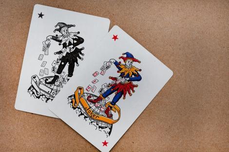 De ce sunt doi jokeri într-un pachet de cărți de joc. Cum au apărut și la ce folosesc