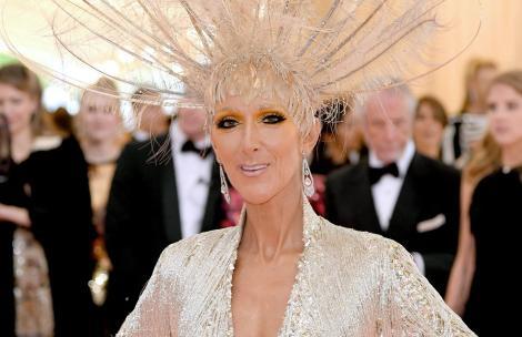 Celine Dion a impresionatîntr-o rochie neagră, lungă. Cântăreațaîn vârstă de 53 de ani e superbă