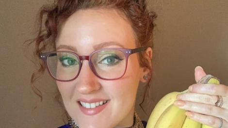 Ea e tânăra care mănâncă peste 120 de banane pe lună. Cum i s-a transformat corpul și ce a dezvăluit Katie Elizabeth Brenneman
