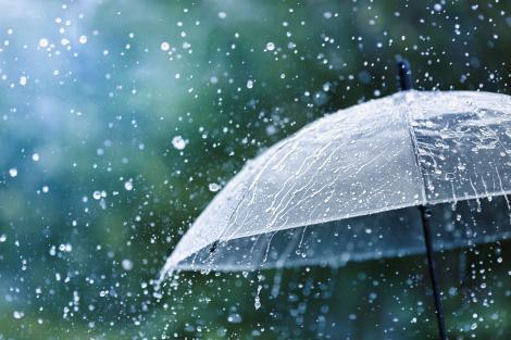 Alertă ANM! Cod portocaliu de furtuni. Meteorologii au anunțat ploi torențiale, vijelii, descărcări electrice și grindină
