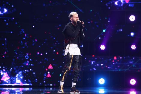 """X Factor 2021, 10 septembrie. Elvis Silistra """"Majii"""" a impresionat cu """"pachetul complet"""" cântând piesa Pe tine și sufletul tău"""