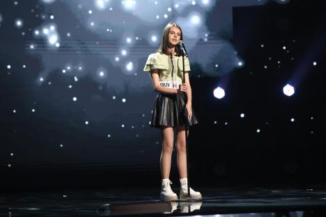 X Factor 2021, 10 septembrie. Eva Maria Țurcanu, vocea suavă i-a adus aprecierea juraților. A interpretat What a wonderful world